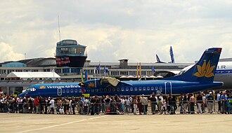 Vietnam Airlines - Image: ATR72 Vietnam Airlines P6211002