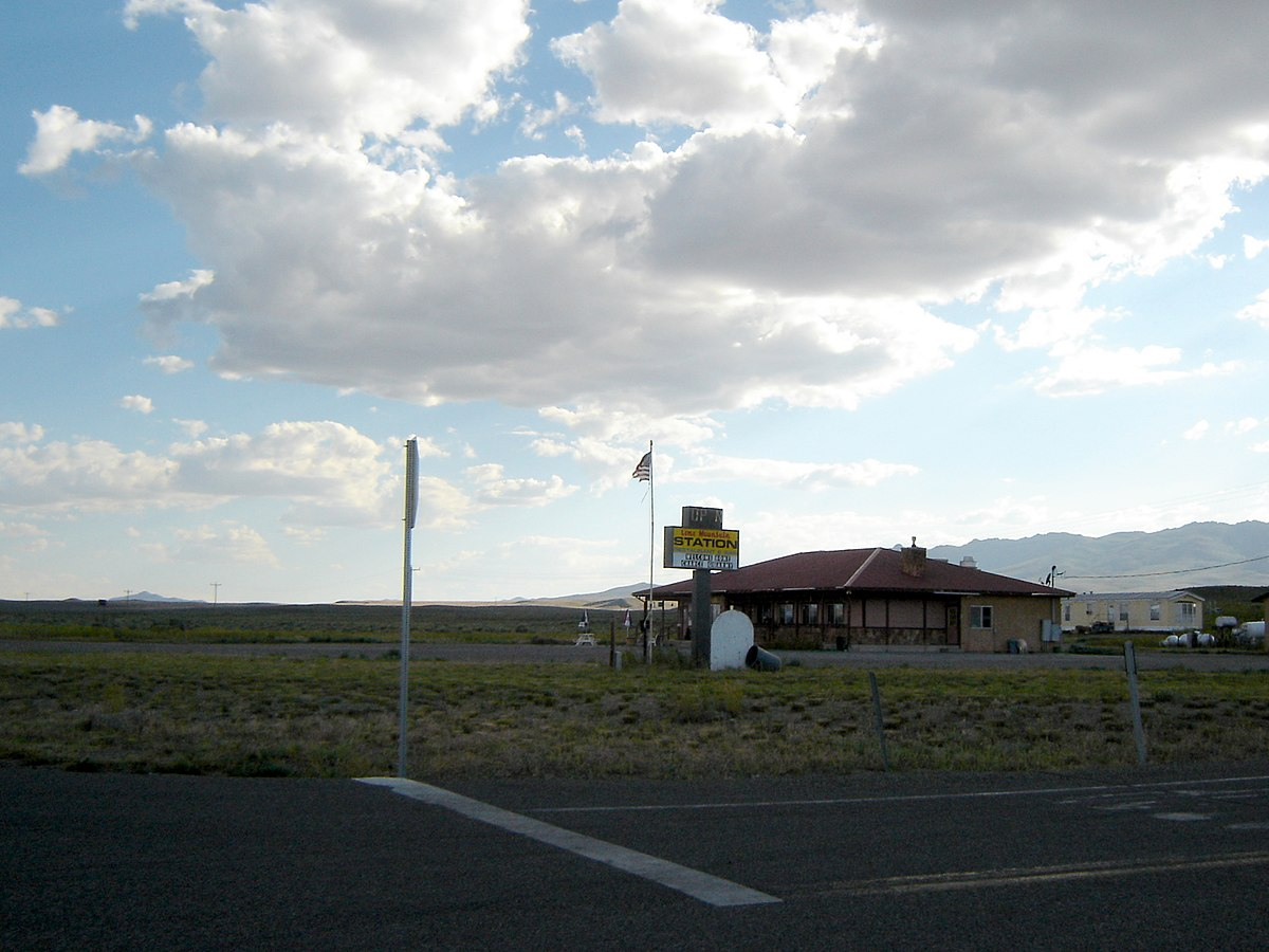 A Dinner Place in Middle of Nowhere Nevada - panoramio.jpg