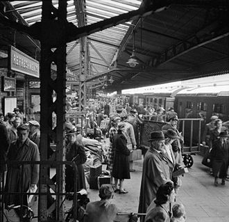 Reading railway station - Platform one at Reading railway station in 1945