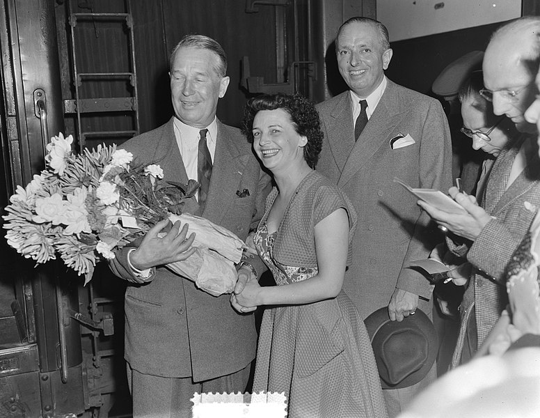 File:Aankomst Maurice Chevalier te Den Haag, Bestanddeelnr 905-2467.jpg