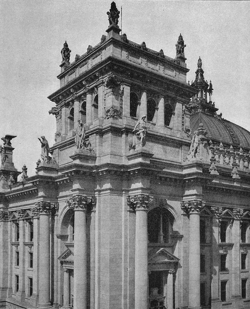 830px-Academy_Architecture_1895_Deutsches_Reichstagsgeb%C3%A4ude_Berlin_Geheimrath_Prof_Paul_Wallot_Architect_Dresden.jpg?uselang=de