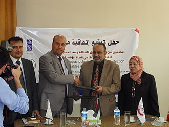 Awn Access to Justice Network in Gaza Strip - Agreement Signing Ceremony between UNDP Palestine (Ibrahim Abu-shammalah left) and Bar Associations (Salama Bseiso right), Gaza City April 25, 2013.