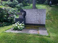 Alvar-Aalto-grave.jpg