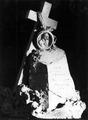 Andrea Malfatti – Cippo funerario con croce e medaglione.tif
