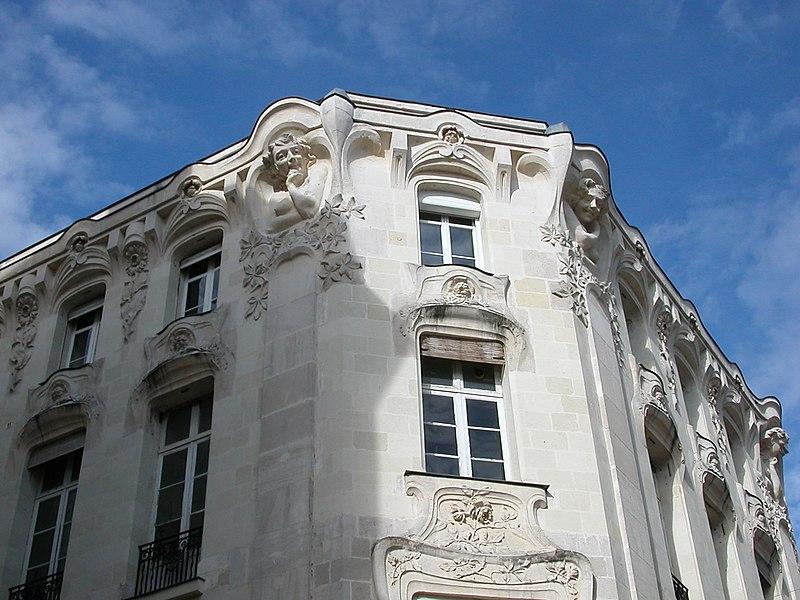 Immeuble de style Art Nouveau à Angers, à l'angle de la rue Saint-Laud et de la rue Claveau.