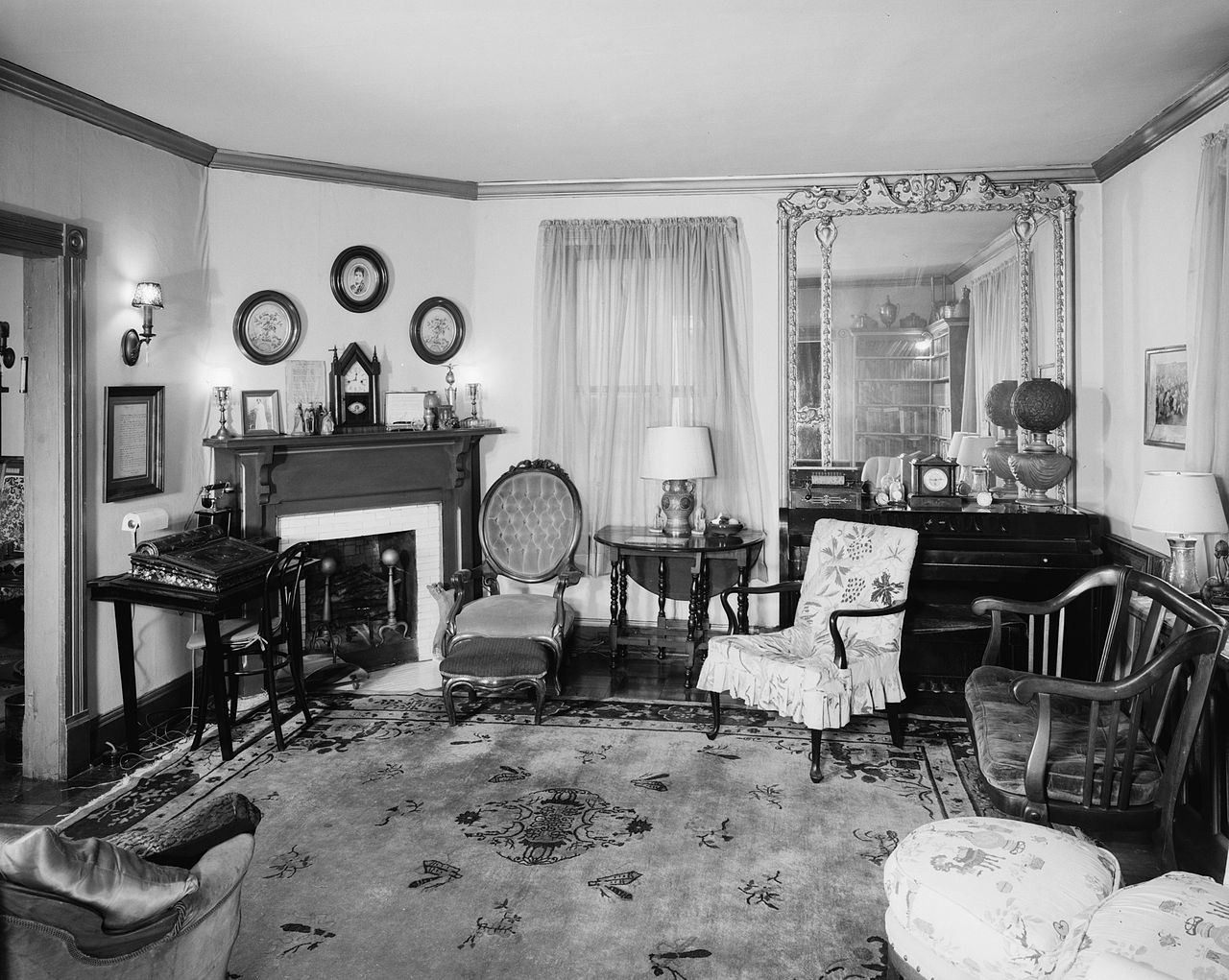 File anne spencer house interior lynchburg wikimedia commons - Housing interiors ...
