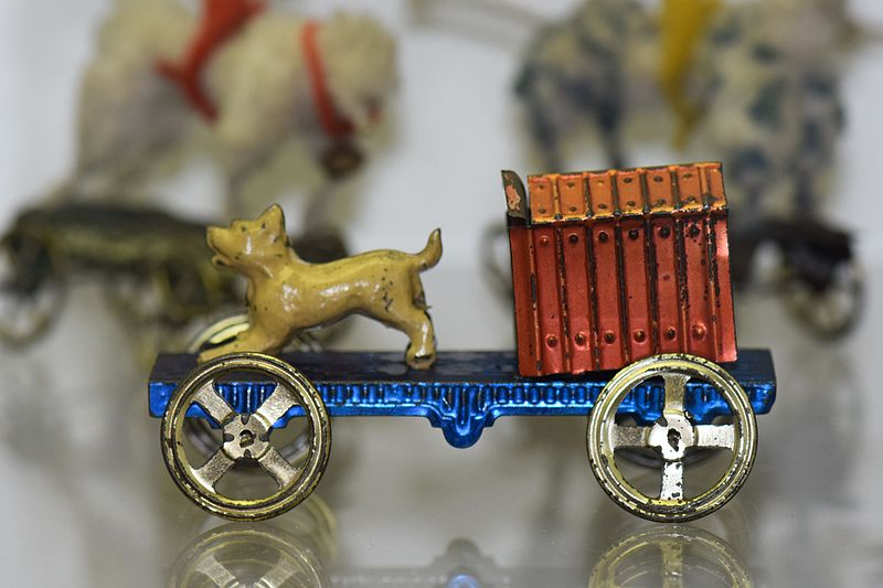 File:Antique pull-toy doggie with doghouse (26115501002).jpg
