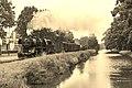 Apeldoorn langs het kanaal Loc 50 0073 met goederentrein 761 (29533680466).jpg