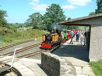 Shelley railway station - Approaching the turntable at Shelley Station