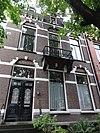 foto van Rijtje van vier herenhuizen met hekken, thans twee woonhuizen, één woonhuis met praktijk