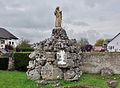 Aspelt Tombeau avec statue de St André.jpg