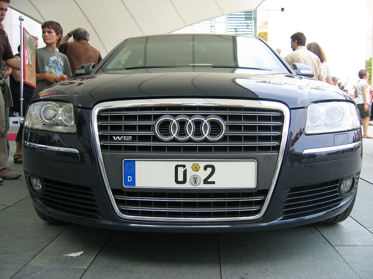 AudiA8 Kanzlerwagen.jpg