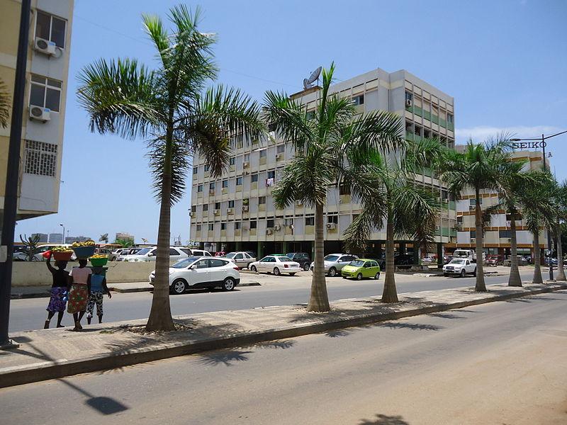 Av. Comandante Gika Luanda.JPG