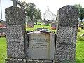 Bø kirke, gravsten på kirkegården.jpg