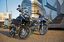 R 1150 GS (rechts) en R 1200 GS Adventure (links)