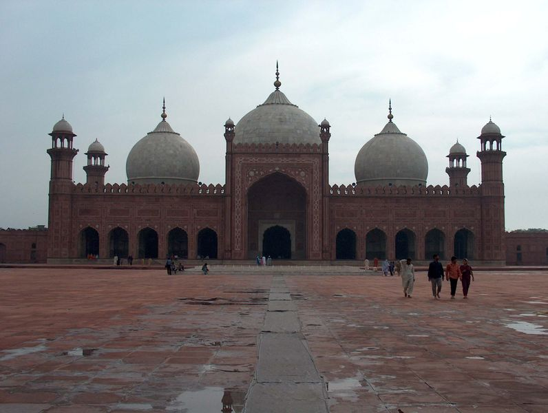 Resim:Badshahi Mosque July 1 2005 pic26 by Ali Imran.jpg