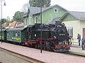 Bahnhof Moritzburg, 99 1761-8 mit Zug (7) Aufenthalt.jpg
