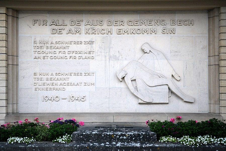 De Monument aux morts zu Bech bei der Kierch.