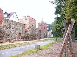 Beeskow - Stadtmauer 2 .jpg