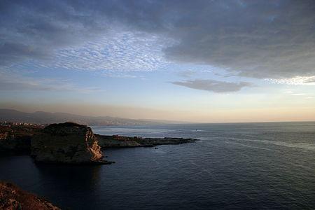 أحد شواطئ بيروت على البحر المتوسط