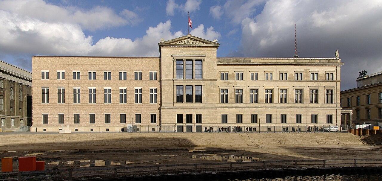 Berlin Neues Museum 001.JPG