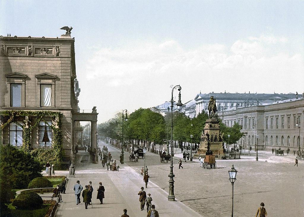 L'Unter den linden à Berlin vers 1900.
