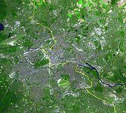 Situación del Muro de Berlín trazada sobre una fotografía tomada desde un satélite