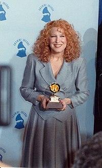 Bette Midler (1990).jpg