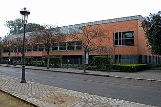 Seville Public Library - Biblioteca Infanta Elena, Sevilla. Architects Cruz y Ortiz (1995-1999)