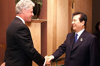 Kim Dae-jung - Greeting United States President Bill Clinton (left) at APEC meeting in Auckland, 12 September 1999