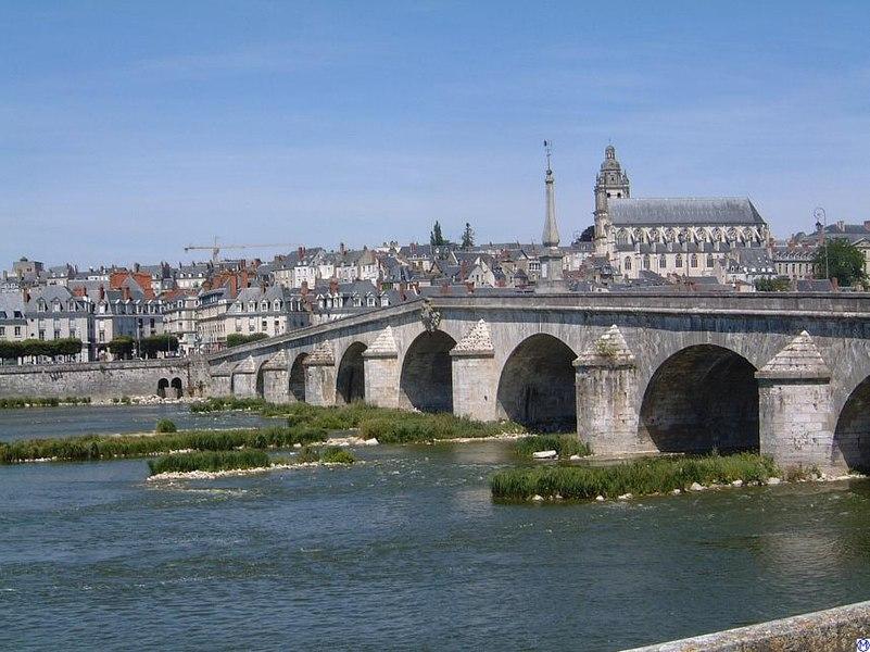 Blick auf Blois mit Loirebrücke de:Bild:Blois.Loirebruecke.wmt.jpg