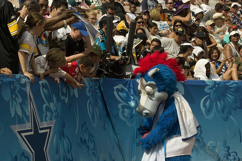 File:Blue at 2009 Pro Bowl.jpg