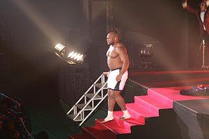 Bob Sapp - Sapp wrestling in HUSTLE.