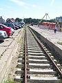 Bocznica kolejowa w zachodnie części portu Ustka przy parku rozrywki - lipiec 2011.jpg