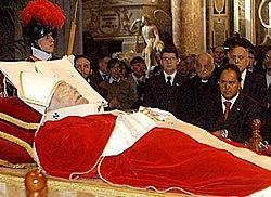 Exposición de los restos mortales de Juan Pablo II, 5 de abril de 2005.