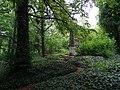 Bohnice, ústavní hřbitov, obelisk s křížem.jpg
