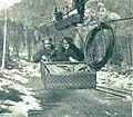 Bolgarska častnika se peljeta po žični vzpenjači v avstro-ogrske gorske postojanke italijanski fronti.jpg