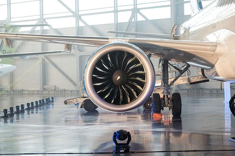 File:Bombardier CS100 (22836277953).jpg