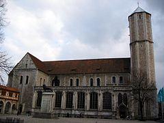 http://upload.wikimedia.org/wikipedia/commons/thumb/d/dd/Braunschweig%2C_Dom_St._Blasii%2C_L%C3%B6we.jpg/240px-Braunschweig%2C_Dom_St._Blasii%2C_L%C3%B6we.jpg