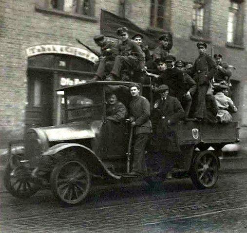 Datei:Braunschweig Novemberrevolution Revolutionstruppen LKW 15 H XVI H I 1918 (Stadtarchiv Braunschweig).JPG - Wikipedia