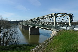 Montsoreau - First act of resistance of World War II in France, the night of 18 June 1940, The Cadets de Saumur blow up the bridges at Montsoreau, Saumur and Gennes.