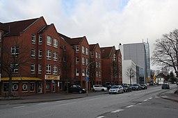 Bönningstedt, Kieler Straße, Ladenzeile und ehem. Gebäude der Rugenberger Mühle