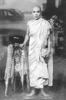 Buddhist monk Dhammalok full length.jpg