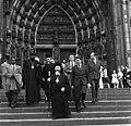 Bundesarchiv B 145 Bild-F010979-0007, Köln, Geistliche Würdenträger besichtigen Dom.jpg