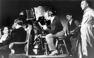 Heinz Rühmann - Heinz Rühmann as director (behind the cameraman Jozsef Temesvari), 1942