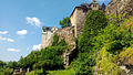 Burg Ranis mit darunter gelegener Ilsenhöhle.jpg