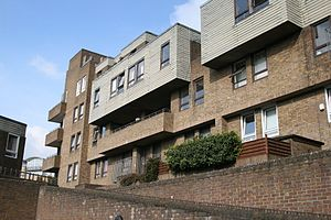 South Quay Estate - Image: Burr Close 004