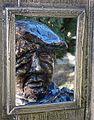 Busto del poeta gradese Biagio Marin nel giardino del Museo Archeologico di Aquileia, visto attraverso una cornice.jpg