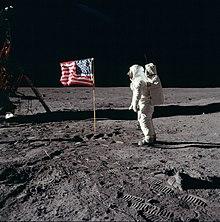 Teorija zavjere - Let na Mjesec - Page 2 220px-Buzz_salutes_the_U.S._Flag