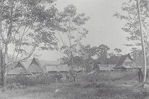 Aceh Singkil Regency - Image: COLLECTIE TROPENMUSEUM Dorpsgezicht met militairen Boven Singkil Atjeh T Mnr 60039116
